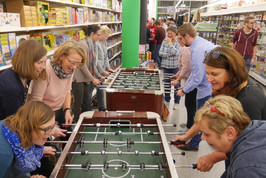 Spiele Für Weihnachtsfeier Mit Kollegen.Idee Spiel Hannover Nacht Der Spiele Geburtstage Weihnachtsfeier